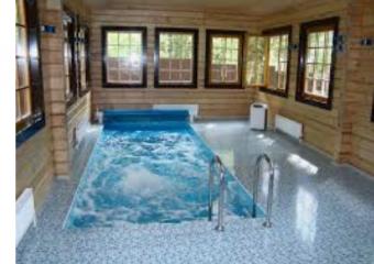 Наличие бассейнов в домах.